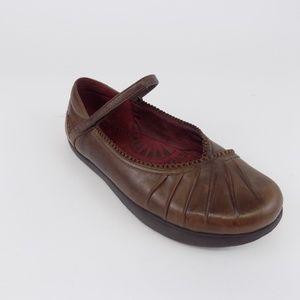 EARTH Pirouette 4 Womens Sz 6.5B Walking Shoes